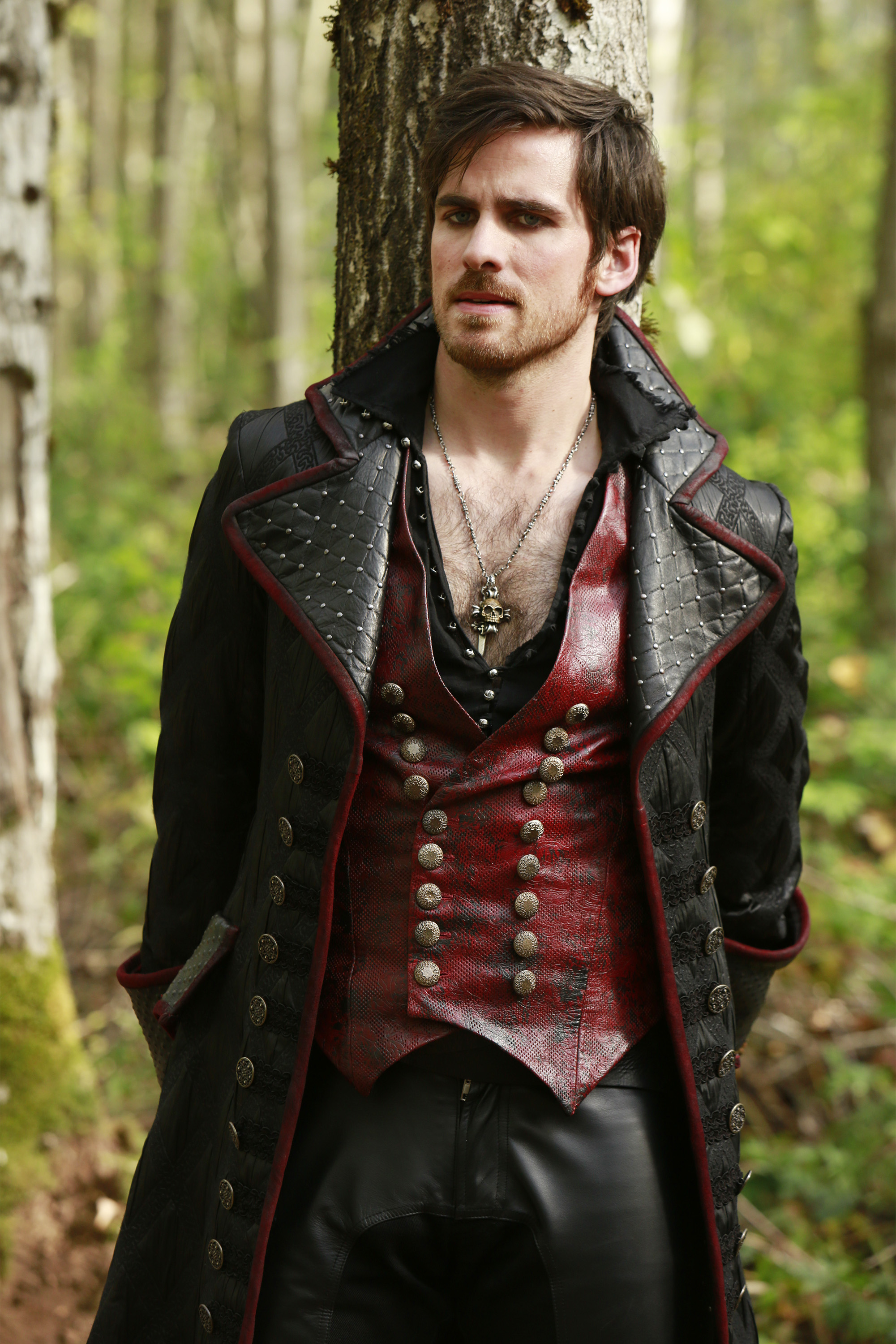 hot hook once upon a time Once upon a time season 6 set pictures shows emma, hook and henry on a mission together once upon a time season 6 returns on 25 september.