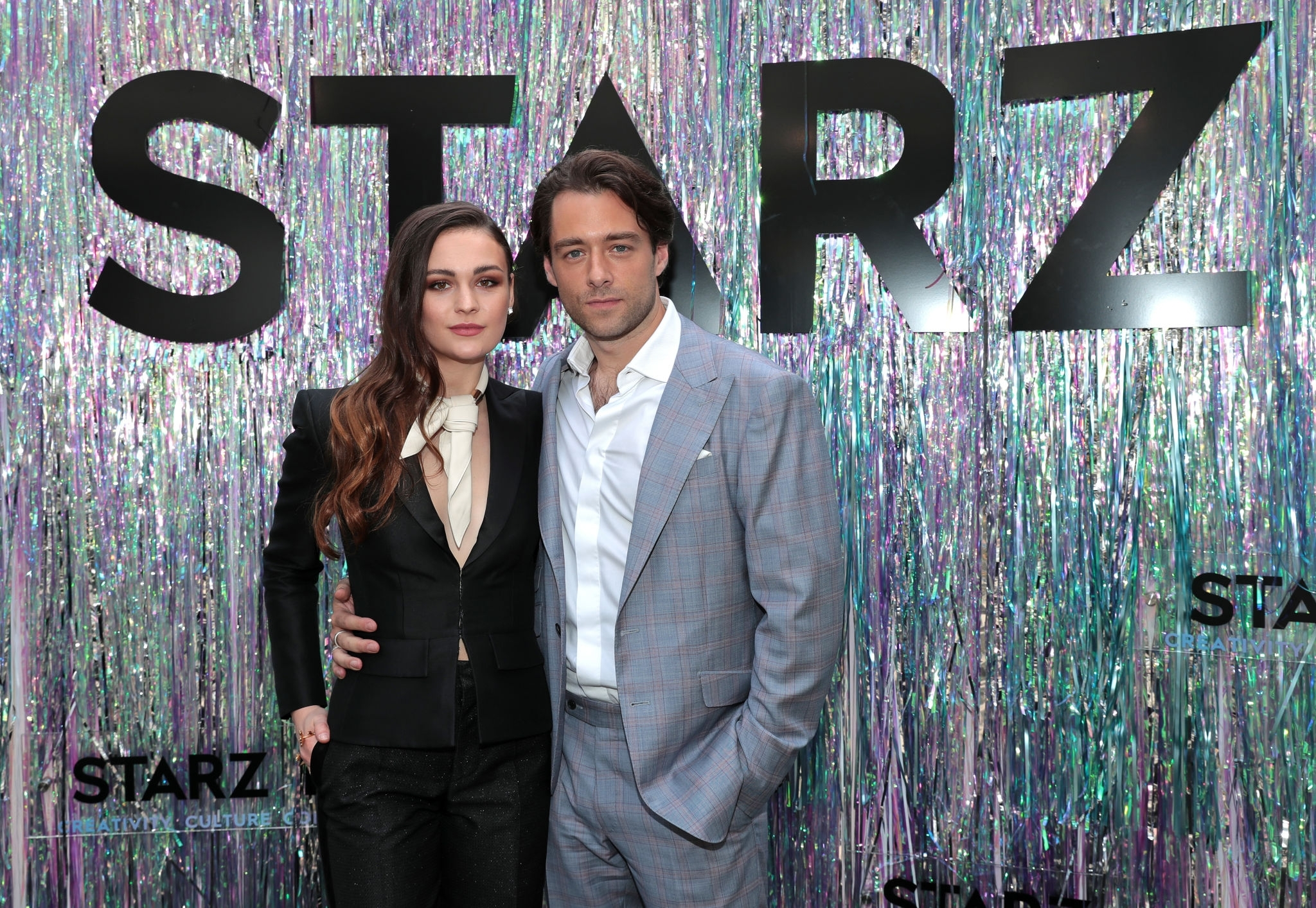 Sophie Skelton & Richard Rankin